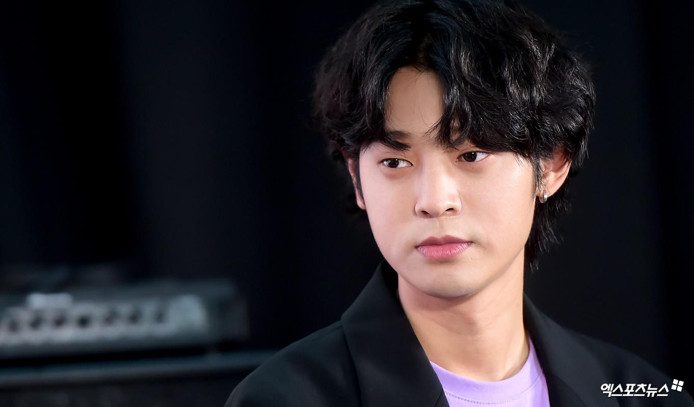SBS tung bằng chứng tố đích danh nam ca sĩ lén quay clip quan hệ tình dục và gửi vào groupchat mại dâm với Seungri