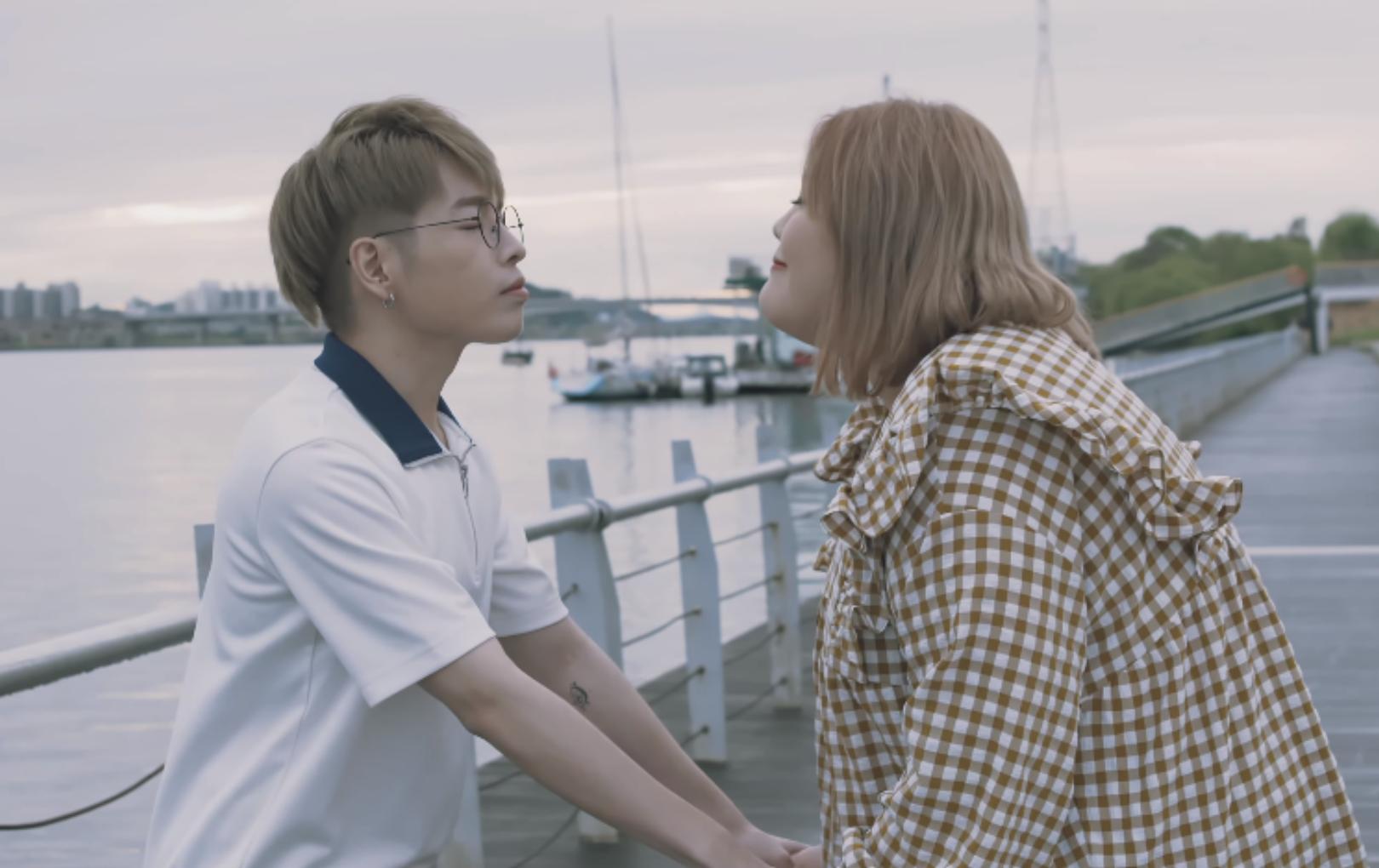 """""""Tan chảy"""" với chuyện tình chàng gầy - nàng béo trong MV mới của Đức Phúc: Yêu là chấp nhận con người của nhau"""