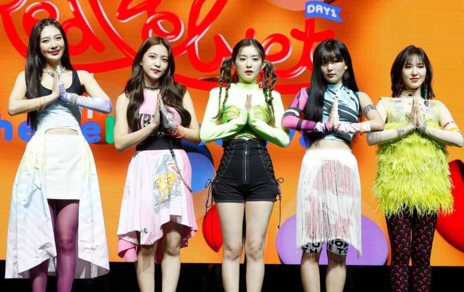 Fan la ó vì trang phục của Red Velvet tại showcase comeback quá thảm họa, Wendy bị dìm không thương tiếc