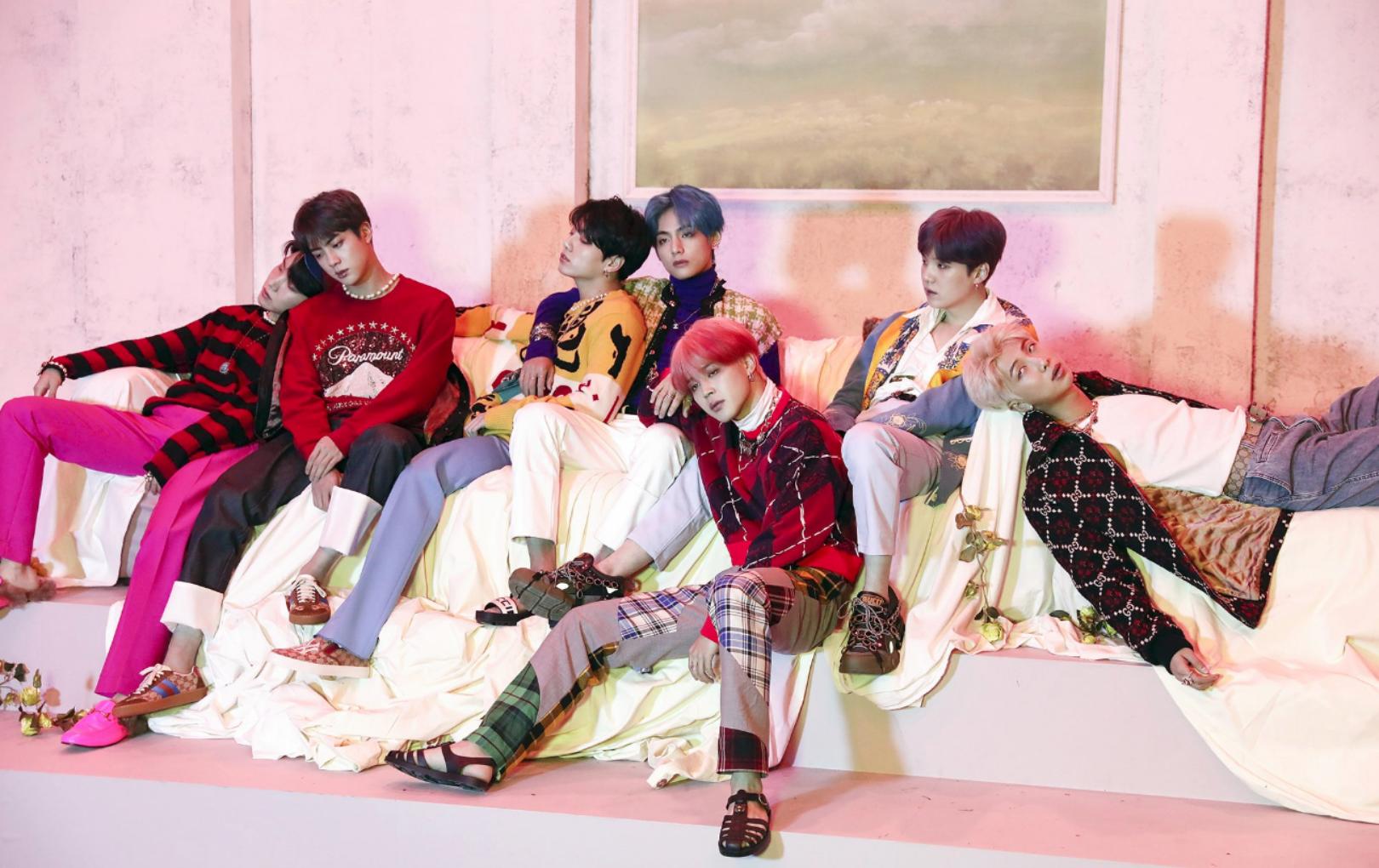 """Màn soán ngôi vĩ đại của Kpop: """"Hiện tượng toàn cầu"""" PSY chính thức bị BTS hạ bệ sau 7 năm giữ """"ngai vàng"""""""