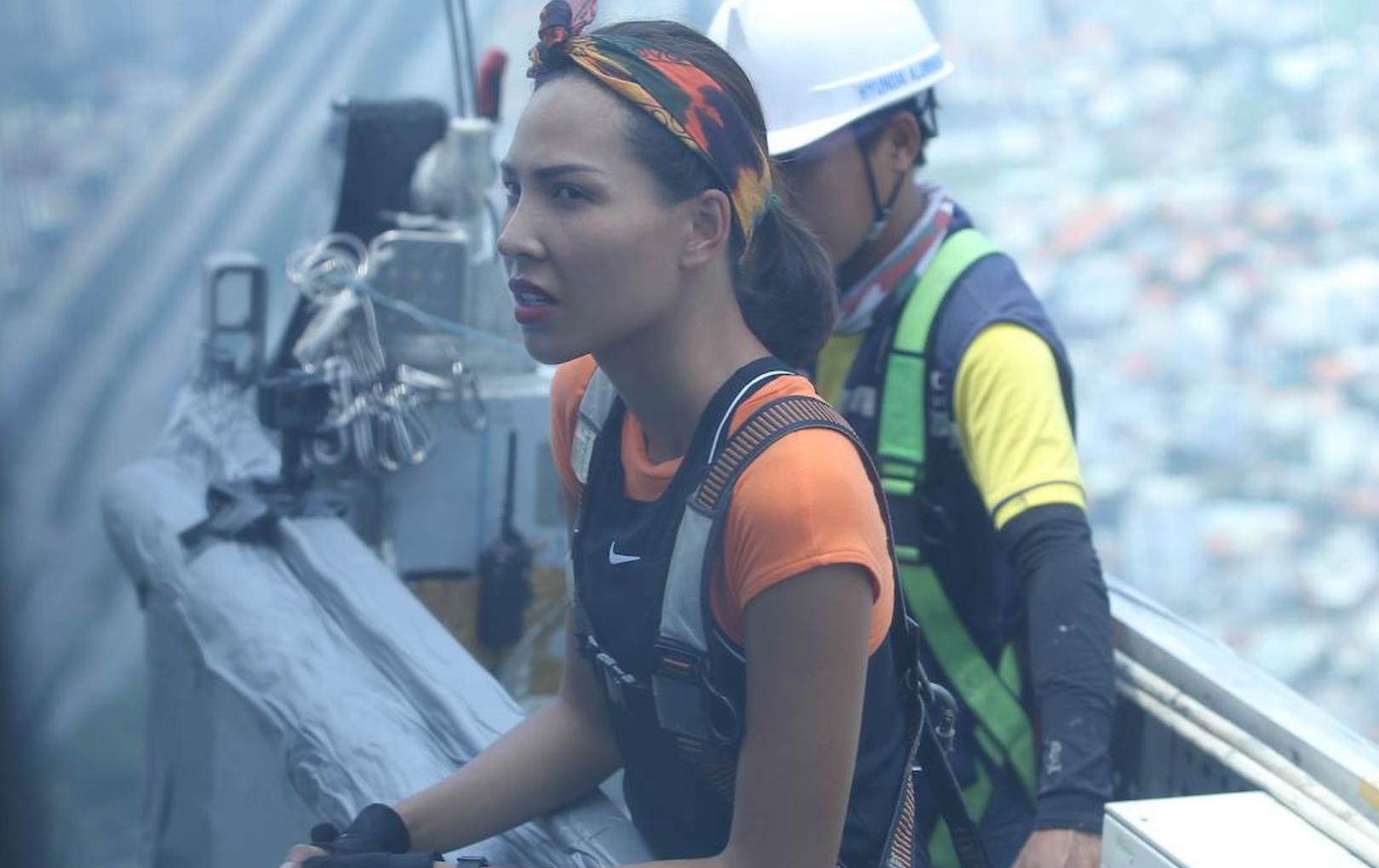 """""""Tiền đình"""" với thử thách tại toà nhà cao nhất Đông Nam Á: Lệ Hằng, Minh Triệu """"ôm mặt"""" vì sợ độ cao"""