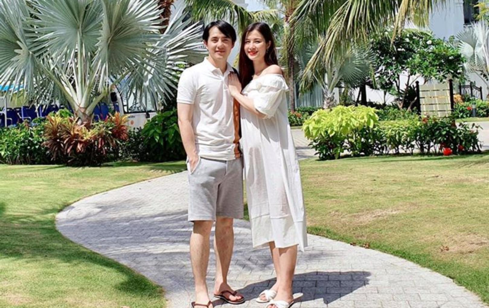 """Đông Nhi - Ông Cao Thắng quay lại nơi tổ chức đám cưới, có cả """"củ khoai nhỏ"""" đi cùng"""
