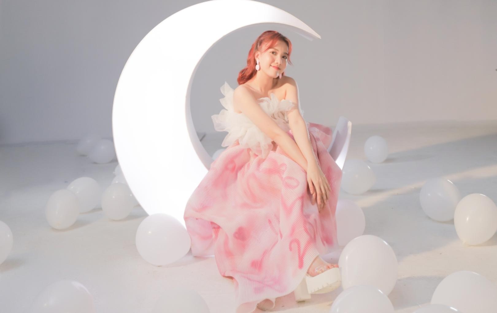 """Emma tung MV """"Your Smile"""", đánh dấu sự """"lột xác"""" ngoạn mục trong năm 2020"""
