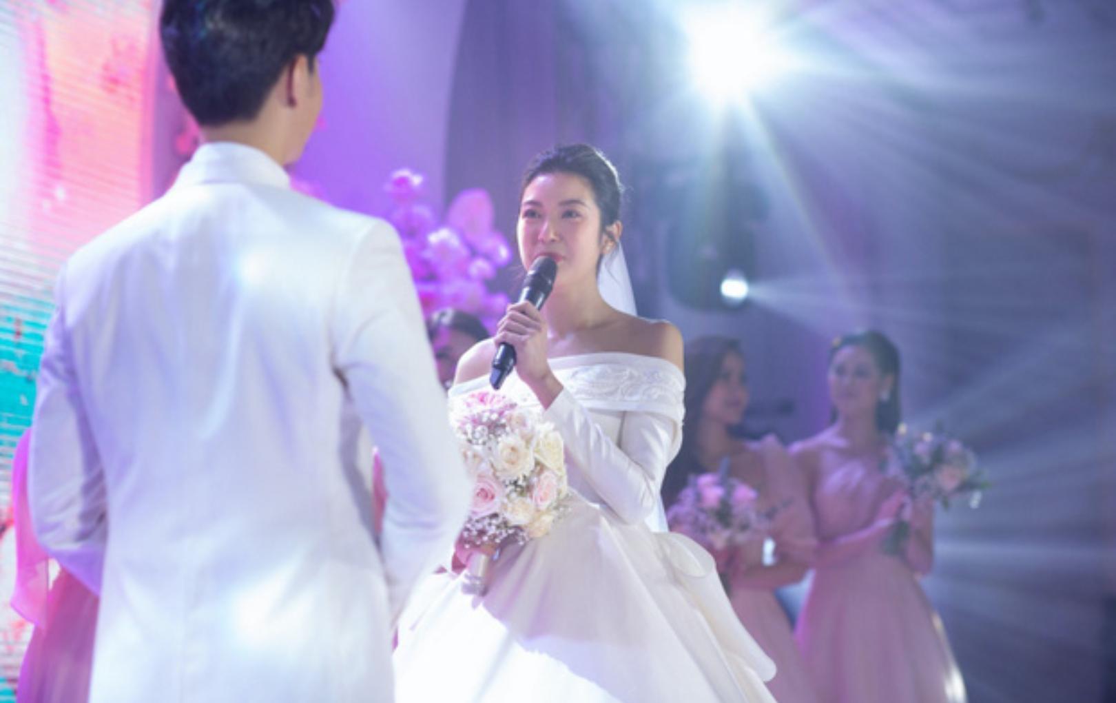 Thuý Vân chính thức xác nhận mang thai con đầu lòng ngay tại đám cưới, còn tiết lộ luôn giới tính em bé
