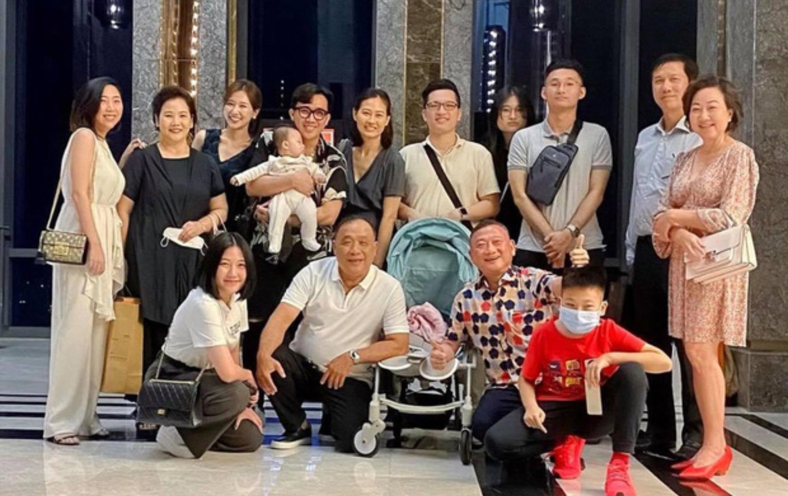 Đại gia đình 3 dòng máu Việt - Hàn - Trung nhà Trấn Thành và Hari Won tụ họp, 2 bà thông gia thành tâm điểm vì quá giống nhau