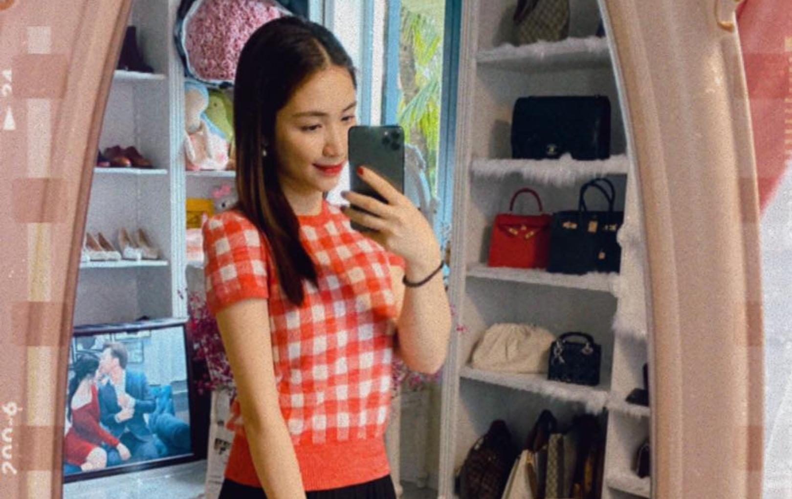"""Chụp selfie """"sương sương"""", Hòa Minzy gây choáng với background là tủ túi hiệu bạc tỷ"""