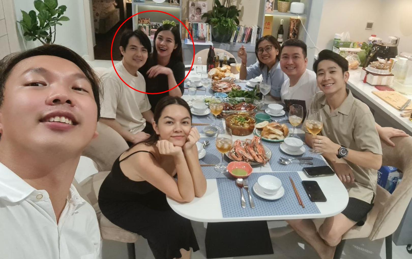 """Sắp lâm bồn, Đông Nhi vẫn hăng hái hội ngộ """"bà mai"""" Phạm Quỳnh Anh"""