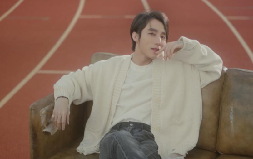 Sơn Tùng M-TP 3h đêm vẫn ngồi cười vì nhớ crush, vừa đẹp trai vừa đáng yêu hết nấc trong MV mới