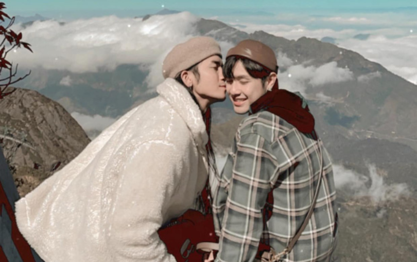 BB Trần hôn má người yêu đồng giới cực ngọt, kỷ niệm 8 năm yêu mà lãng mạn như phim ngôn tình!