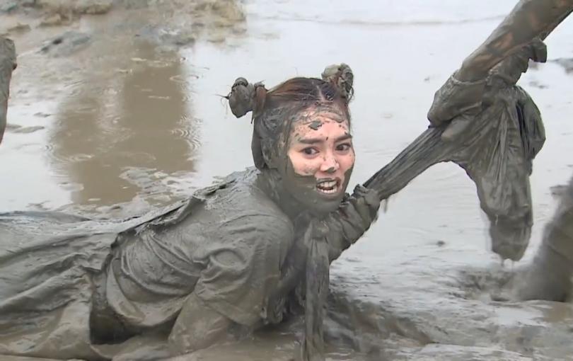 """Ninh Dương Lan Ngọc chính thức """"không còn gì để mất"""" khi ngập mặt trong bùn lầy"""