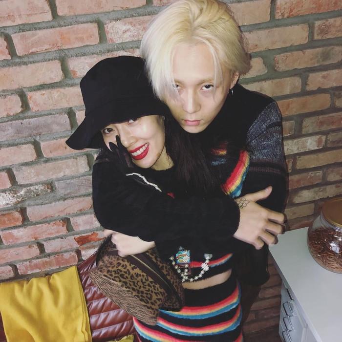 Khác với fan quốc tế, netizen Hàn tỏ ra gay gắt khi HYUNA và E'DAWN liên tục bày tỏ tình cảm