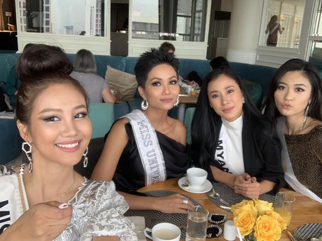 Lý do thực sự mà hoa hậu H' Hen Niê chọn trang phục tông màu đỏ vàng tham dự cuộc thi quốc tế