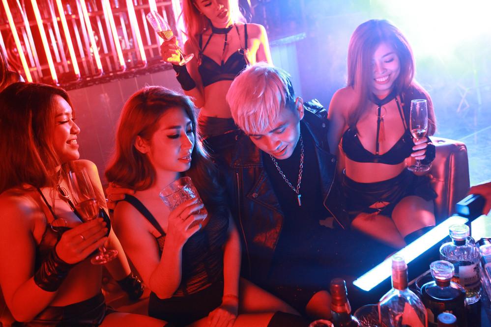 Sau Chipu, Hồ Quang Hiếu góp thêm 1 sản phẩm MV 16+ cho Vpop cuối năm