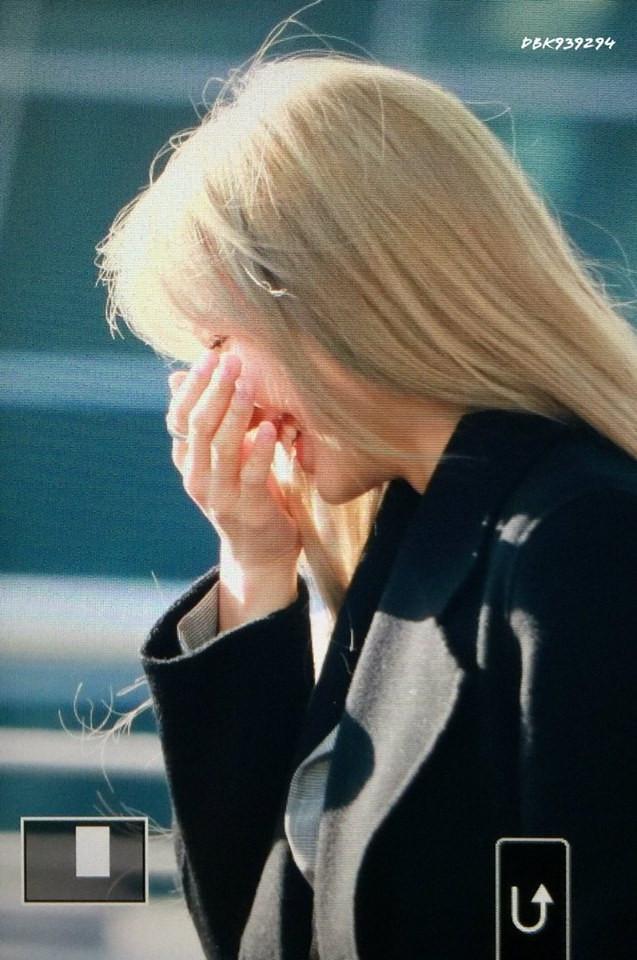 Lisa đổi màu tóc bạch kim xinh như thiên thần, Knet còn chê bai được khác nào tự vả
