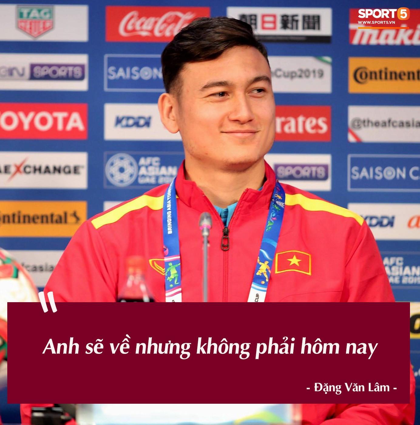 Bà đồng Lâm Tây dự đoán như thần, đội tuyển Việt Nam khẩu hiệu đồng loạt: Sẽ về nước nhưng không phải hôm nay