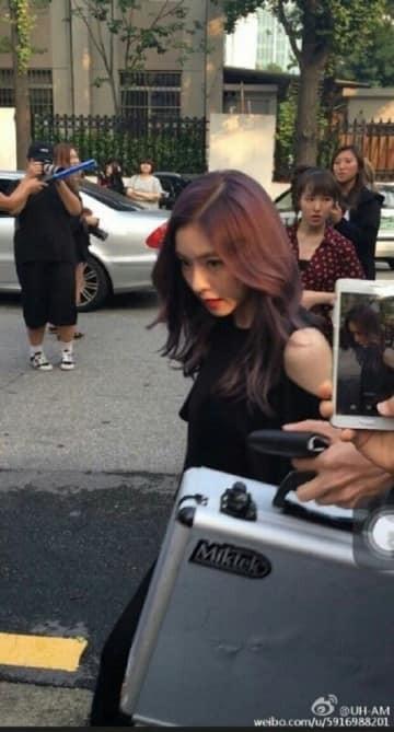 Loạt ảnh  chụp lén các idol liệu có lung linh qua bàn tay của người đi đường ?