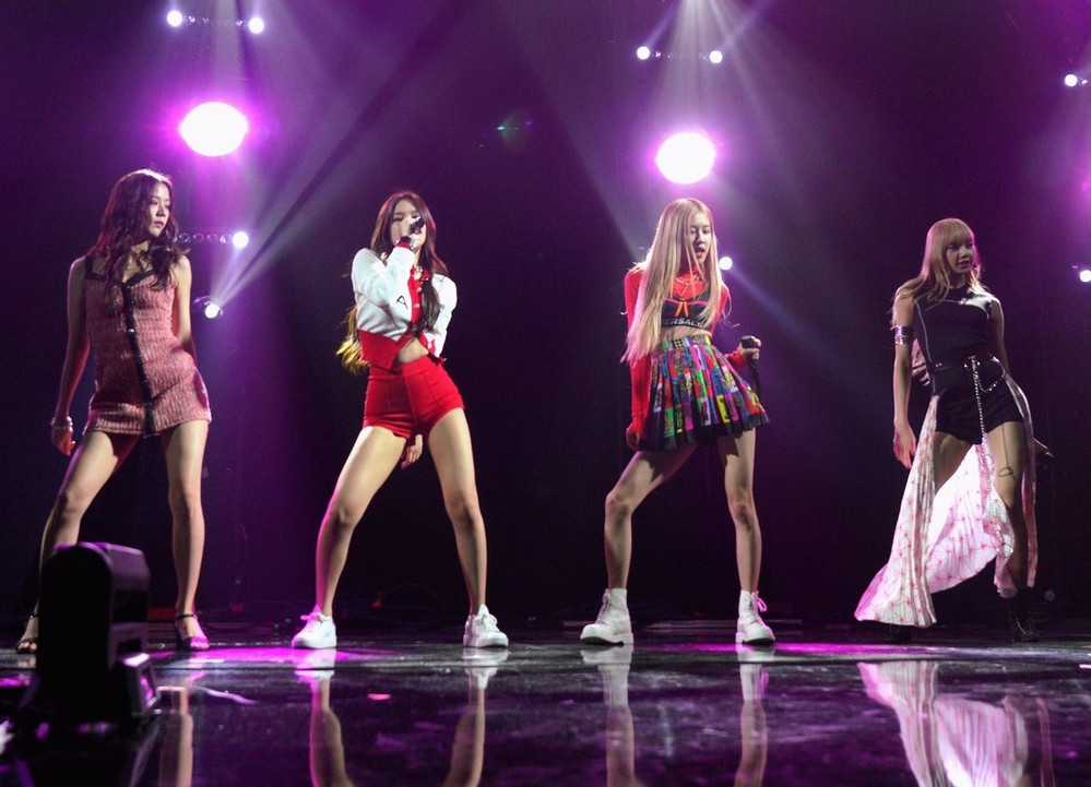 BLACKPINK gặp sự cố trang phục tại Grammy Artist Showcase và sự ứng biến chuyên nghiệp đáng ngưỡng mộ của Lisa - Jisoo
