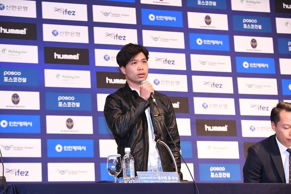 Công Phượng rạng rỡ, bảnh bao như tài tử Hàn Quốc trong buổi ra mắt CLB Incheon United