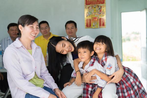 Tiếp nối hoa hậu HHen Niê, Hoàng Thùy sẽ là gương mặt Việt Nam chinh chiến Miss Universe 2019