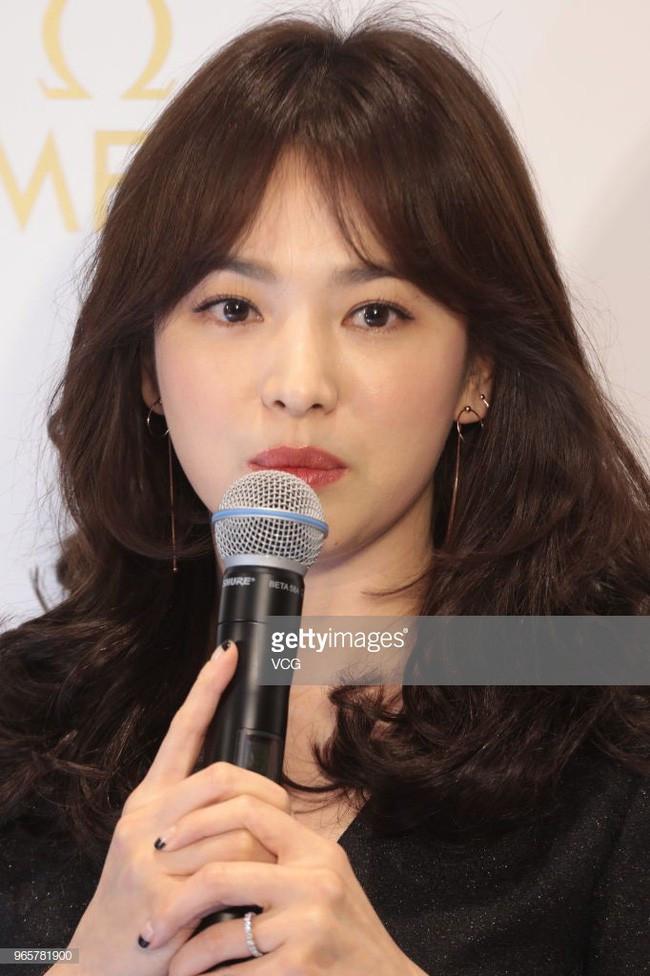 Series ảnh mặt mộc, zoom cận cảnh cho thấy làn da đẹp ná thở khiến ai cũng phải ghen tị của Song Hye Kyo