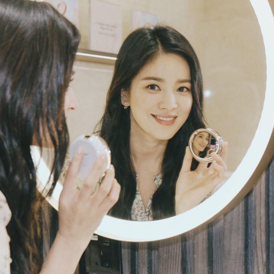 Dính tin đồn ly hôn chỉ vì xóa vài bức hình, Song Hye Kyo vừa tung nhẹ loạt ảnh khiến dân tình mê mẩn