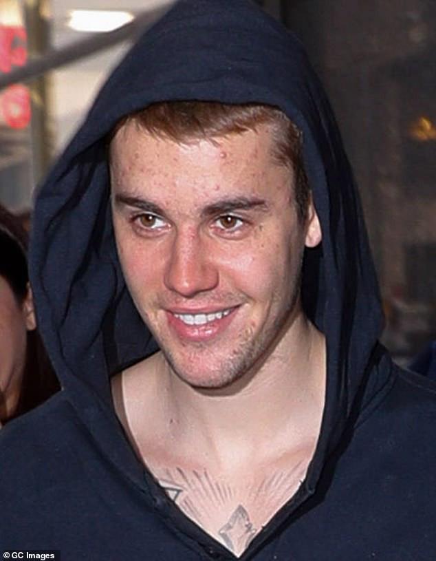 Khi tình cũ khiến cả thế giới xôn xao vì tin hẹn hò Zac, hình ảnh Justin Bieber cười tươi rói cũng đang gây bão mạng