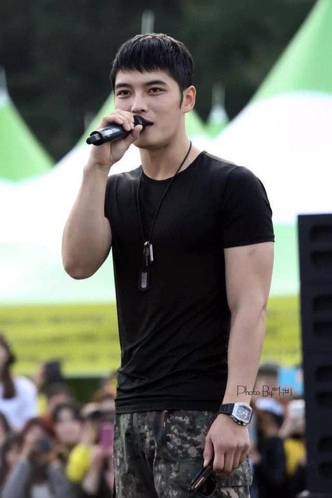 Nhìn loạt hình body xương mai như sắp bay, fan lại chỉ mong Kim Jaejoong trở lại vạm vỡ như thời trong quân ngũ