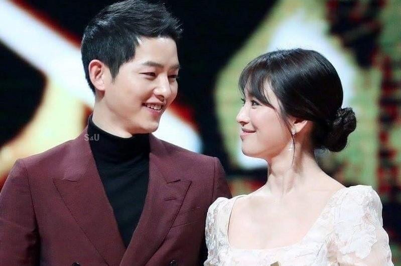 Truyền thông Trung đưa tin Song - Song ly hôn vì Song Joong Ki ngoại tình với chính bạn thân Song Hye Kyo