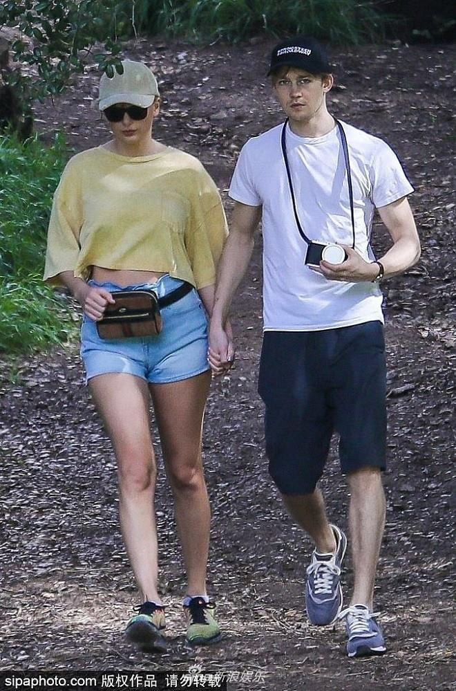 Nhờ paparazzi mà Taylor Swift và bạn trai đã có một cuộc chạy trốn trong rừng như một cuốn phim lãng mạn