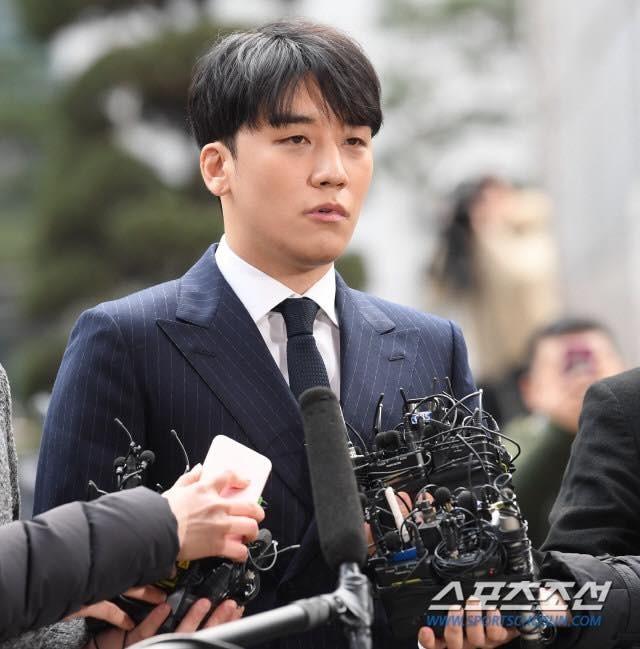Nathan Lee khẳng định: Showbiz Hàn quá khắc nghiệt với Seungri!