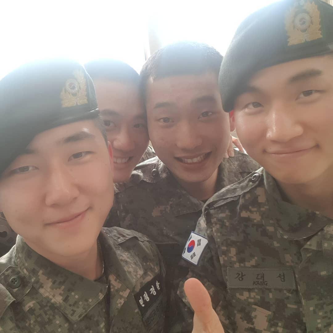 Giữa thời điểm nhạy cảm, fan yên lòng khi bắt gặp hình ảnh đời thường của Taeyang và Daesung trong quân ngũ