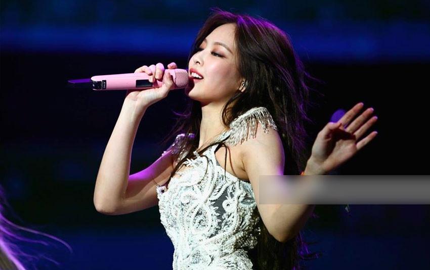 Làm gì có chuyện Jennie lười biểu diễn, cô nàng còn đang sợ chưa đủ máu lửa trên sân khấu đất Mỹ đây này!