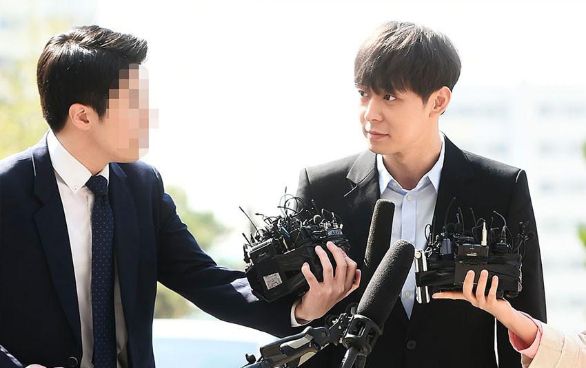 Kết quả âm tính với chất kích thích, Yoochun tươi tỉnh trình diện tại sở cảnh sát để phối hợp điều tra