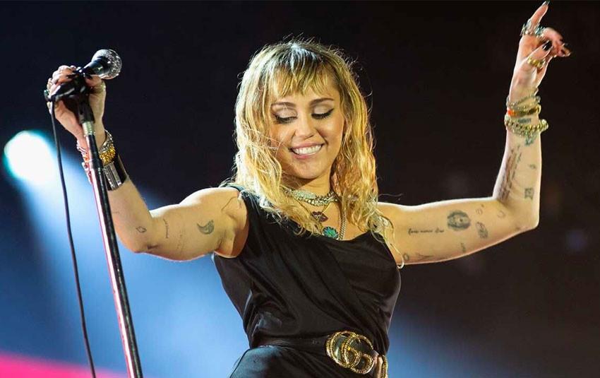 Âm thầm là thế, nhưng fan Miley Cyrus tại Việt Nam đã làm được điều này khiến fan quốc tế cũng phải trầm trồ