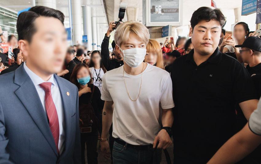 """Sau 7 năm từ lần đầu tiên đến Việt Nam, """"nam thần hack tuổi"""" Kim Jaejoong trở lại Sài Gòn trong vòng tay các fan Việt"""