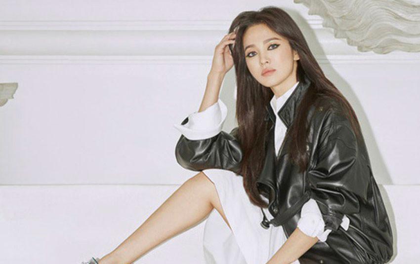 """Song Hye Kyo tung bộ ảnh quảng cáo hậu ly hôn, từ """"bánh bèo"""" màn ảnh """"lột xác"""" thành rockchick cá tính, quyền lực"""