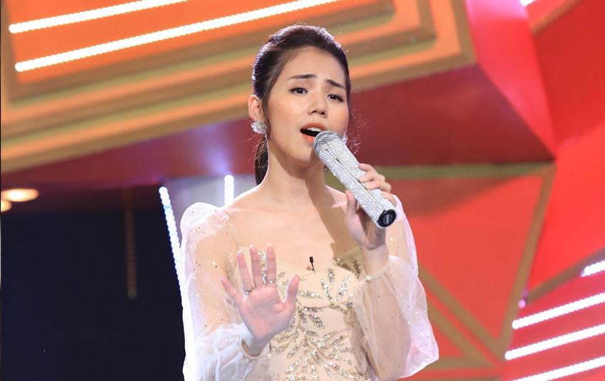 Giữa ồn ào giọng hát dở, Hương Ly lần đầu thể hiện mashup loạt hit Vpop khiến dàn sao Việt ngỡ ngàng