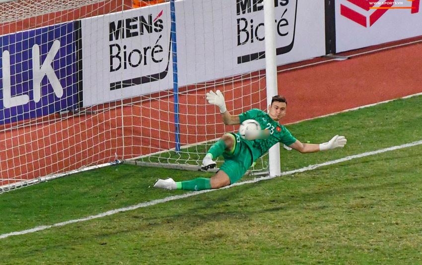"""""""Ngôi sao"""" của đêm nay: Đặng Văn Lâm xuất sắc cản phá quả penalty định mệnh, xốc lại tinh thần đồng đội"""