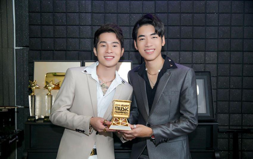 """Jack và K-ICM """"đổ bộ"""" lễ trao giải MAMA 2019, lần đầu tiên nhận cup 'Best New Asian Artist VietNam'"""