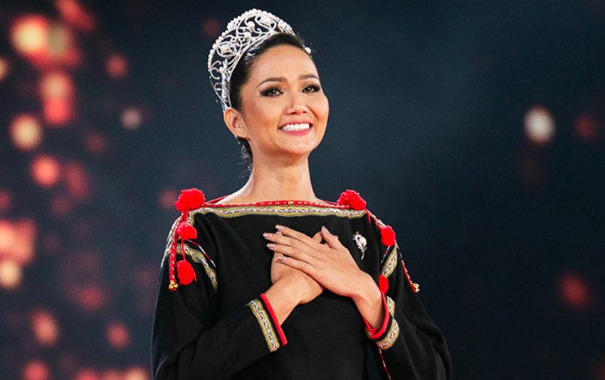 """Mặc áo dân tộc, đi chân trần cho """"final catwalk"""", H'Hen Niê khiến loạt sao Việt và mỹ nhân thế giới xúc động"""
