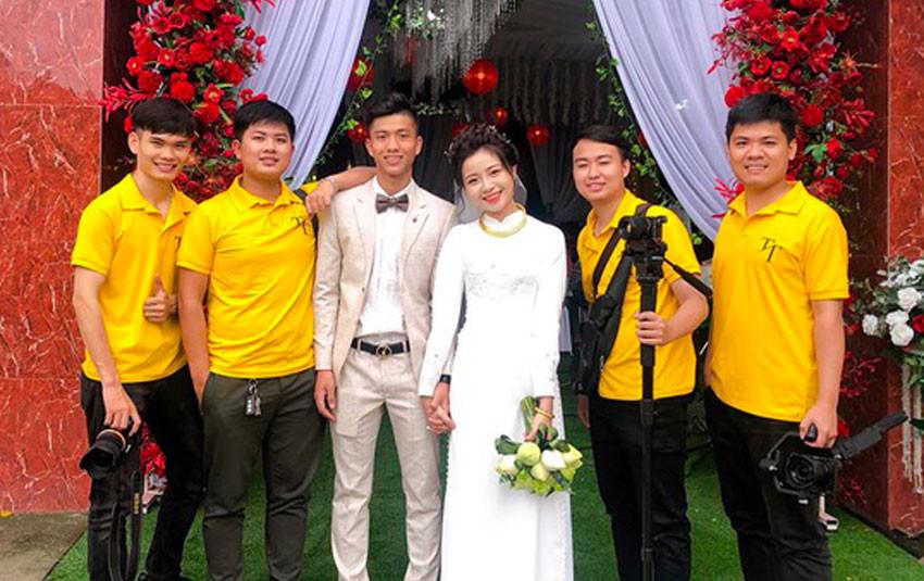Làm đám hỏi rước bạn gái Nhật Linh về nhà, cầu thủ Phan Văn Đức không giấu được vẻ hạnh phúc