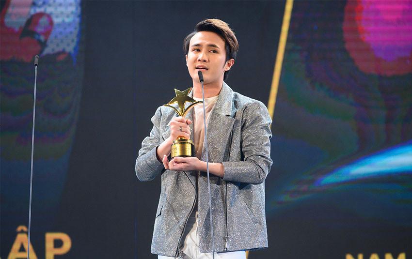 """Huỳnh Lập """"nối dài"""" danh sách giải thưởng với lần thứ 3 được vinh danh tại Ngôi sao xanh"""