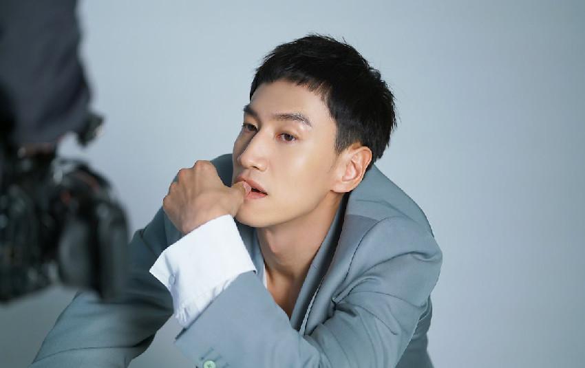 """""""Hươu cao cổ"""" Lee Kwang Soo bị tai nạn giao thông phải hoãn quay show Running Man"""