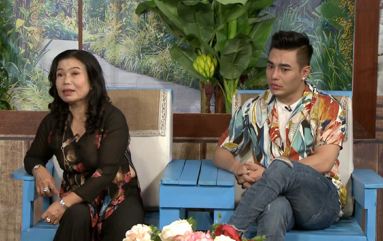 Lê Dương Bảo Lâm thích chơi búp bê từ nhỏ, mẹ nam diễn viên bật khóc vì con trai sửa mặt quá nhiều