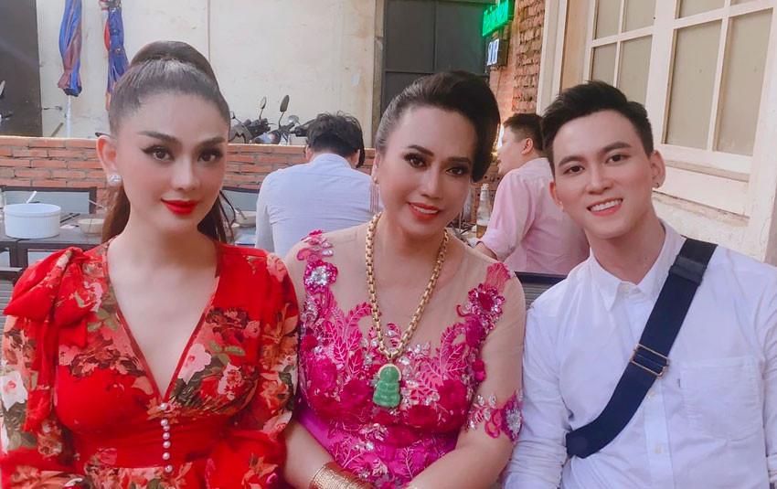 """CDM thích thú trước màn """"đọ sắc"""" của Lâm Khánh Chi và """"hiện tượng mạng"""" cô Minh Hiếu"""