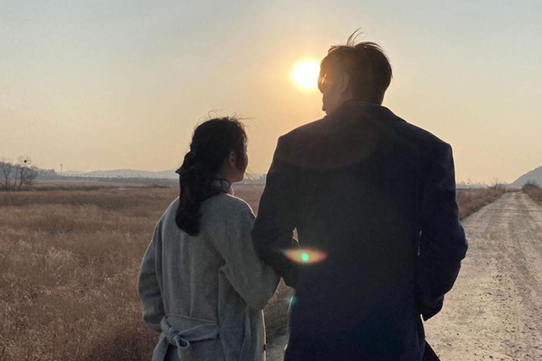 Lee Min Ho lần đầu tiên đăng ảnh một người phụ nữ không phải mẹ lên Instagram cá nhân
