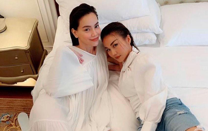 Hồ Ngọc Hà lộ vòng 2 tròn trịa khi diện váy baby doll rộng thùng thình, liệu có phải đang mang thai cùng bạn trai Kim Lý?