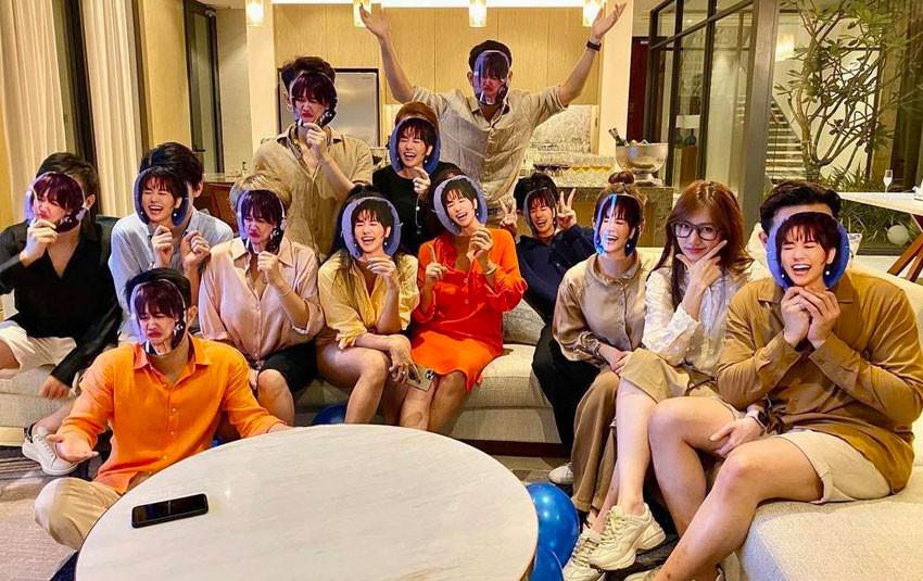 """CDM """"lóa mắt"""" trước hàng loạt phiên bản phân thân """"lầy lội"""" của Hari Won trong ngày sinh nhật"""