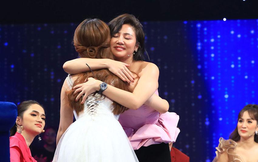 Nữ kiện tướng dance sport bật khóc khi nhắc về mối tình đầu  khiến Văn Mai Hương dỗ dành ngay trên sân khấu