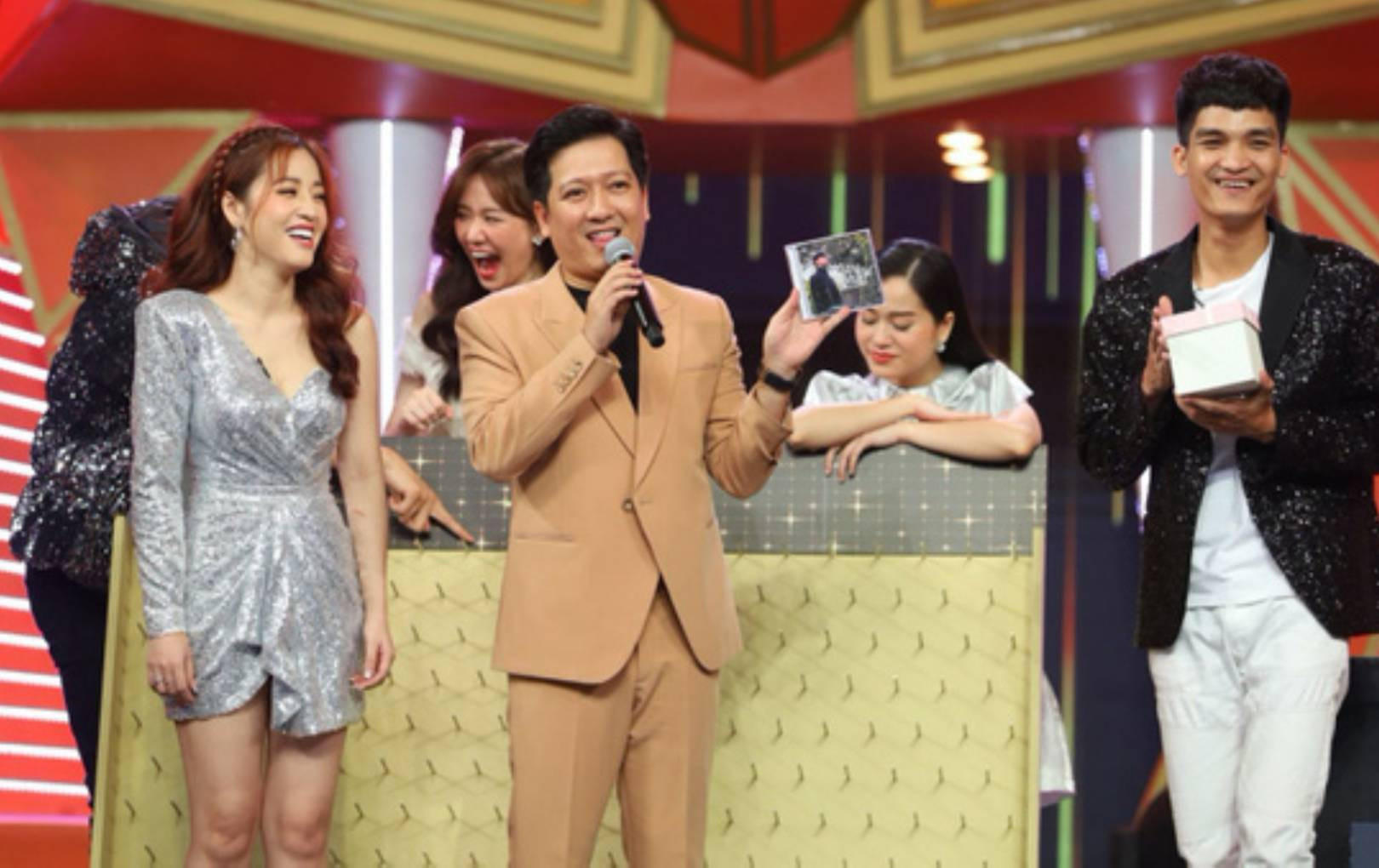Puka để lộ bằng chứng tình cảm với Gin Tuấn Kiệt trên sóng truyền hình